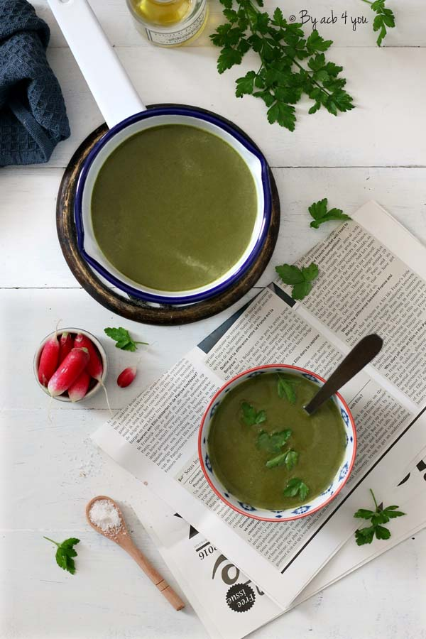 Green soupe anti gaspi aux fanes de radis et vert de poireaux