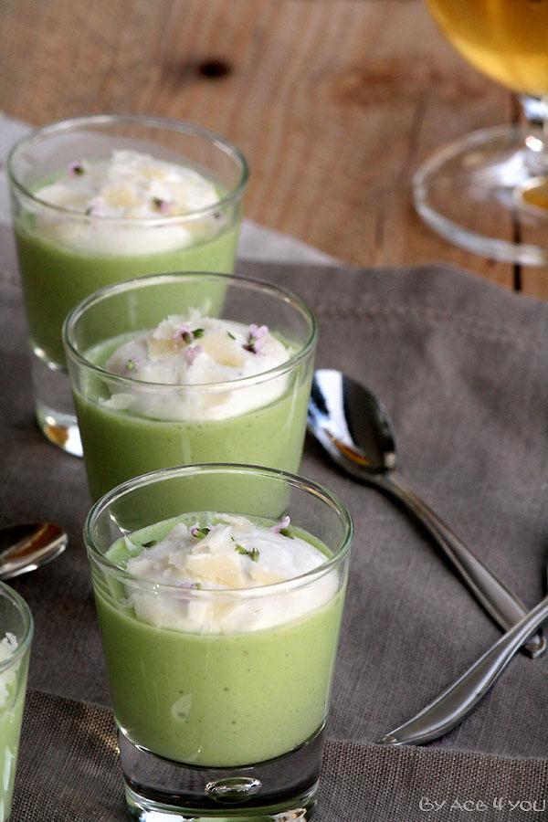 Crème d'asperges vertes et chantilly à la ricotta