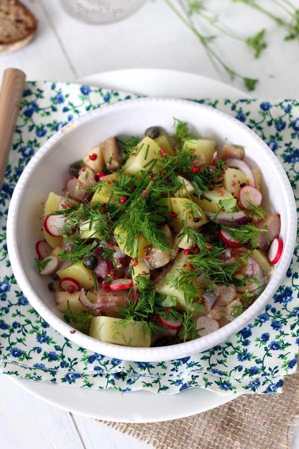 Salade de hareng fumé, pommes de terre, radis et pomme