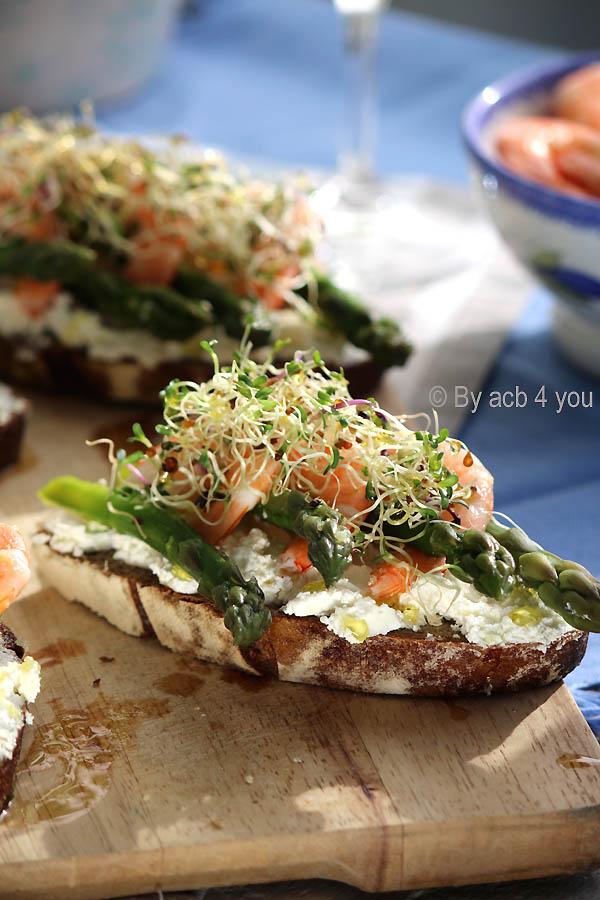 Tartines fraîcheur aux asperges vertes et crevettes