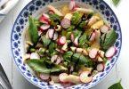 Salade de pâtes aux fèves, tomates et radis