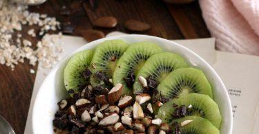 Porridge à l'amande et kiwi
