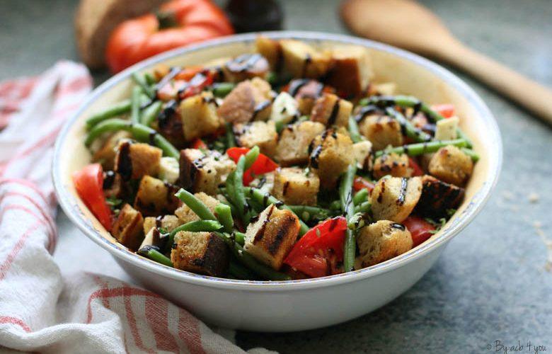 Salade de haricots verts, tomates, croûtons et thym citron