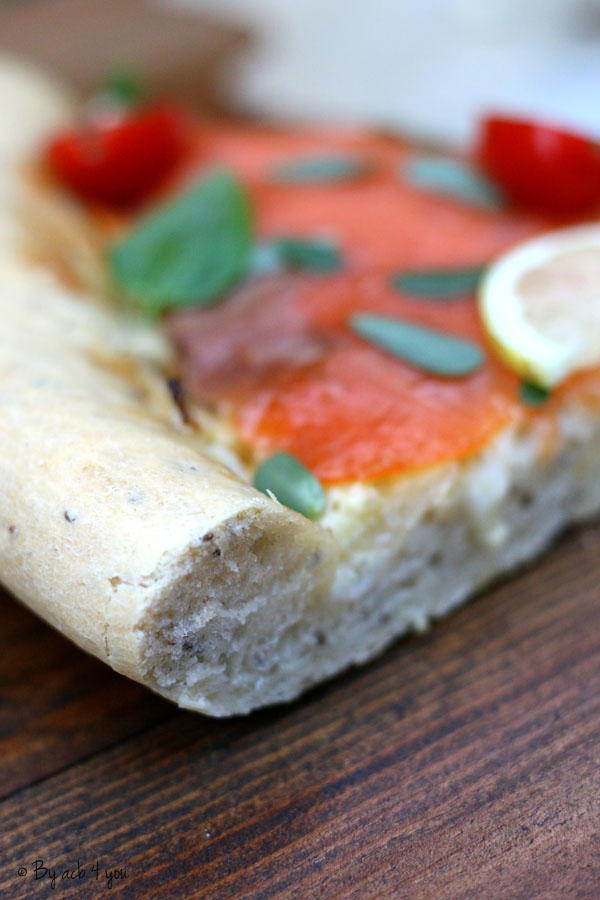 Pizza bianca au fenouil, truite fumé et basilic
