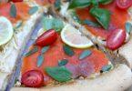 Pizza bianca à la truite fumé et basilic