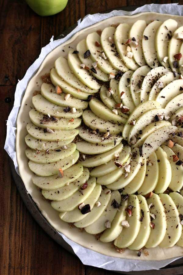 Tarte fine aux pommes et au pralin