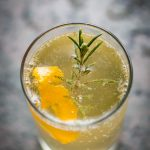 Cocktail Gin fizz au yuzu