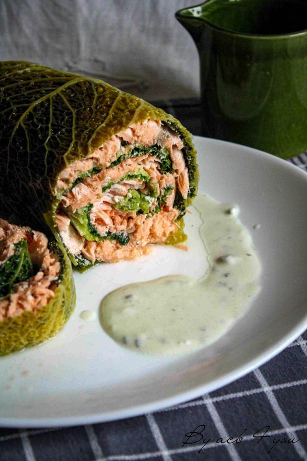 papillote de saumon au chou vert, sauce roquefort
