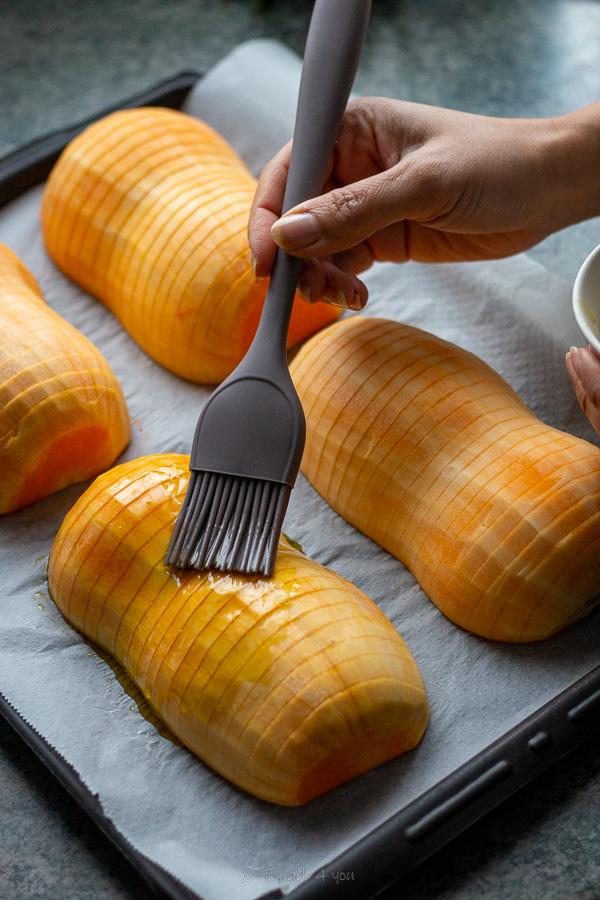 Butternut rôtie façon Hasselback au laurier