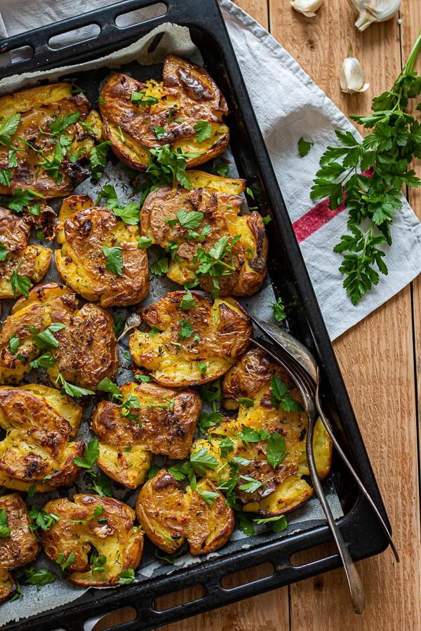 Pommes de terre tapées ail et persil