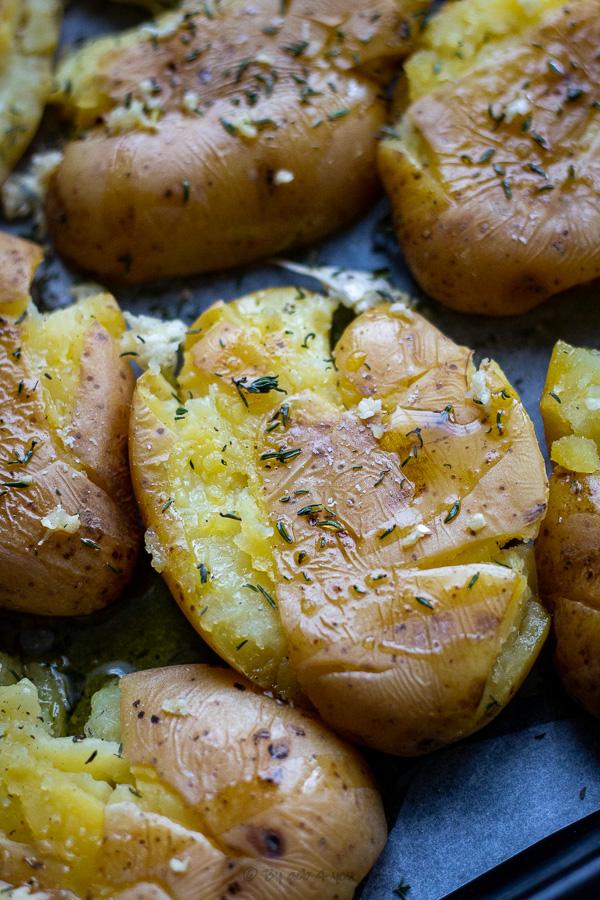 Pommes de terre tapées au thym