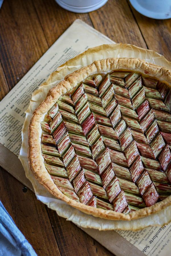 Tarte fine à la rhubarbe, amande et tonka