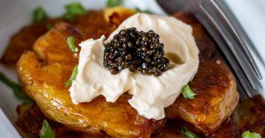 patates tapées, crème et caviar