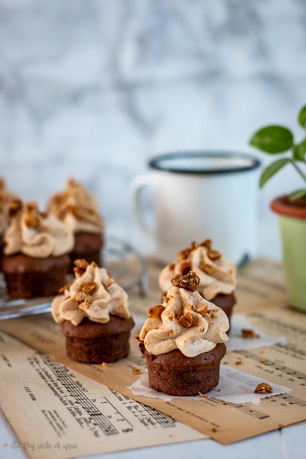 Cupcakes fondants au chocolat et cacahuète ou cupcakes Snickers