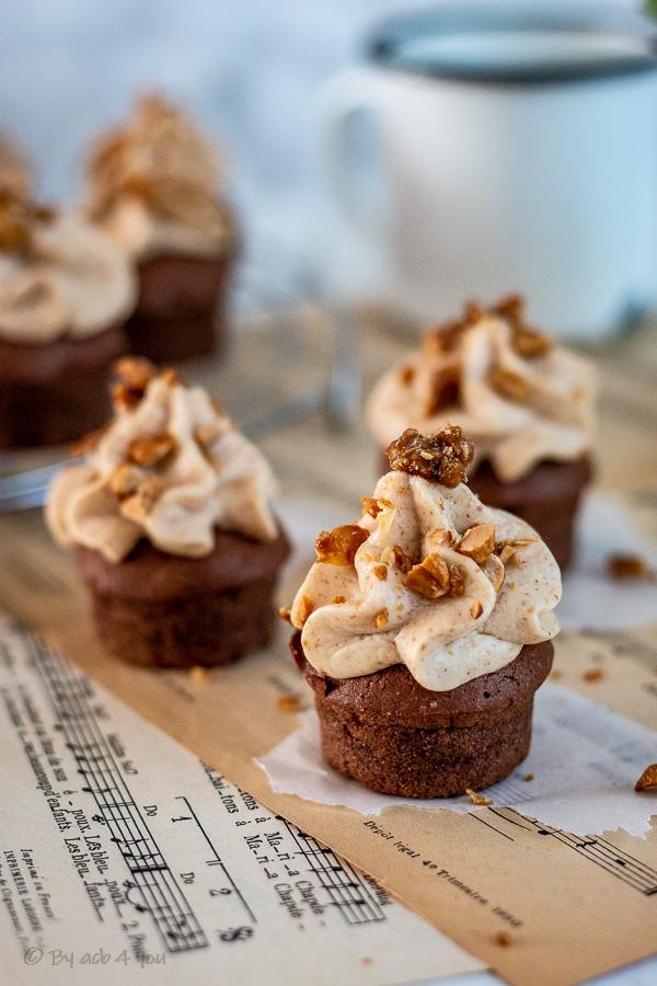 Cupcakes snickers, chocolat, cacahuète et caramel
