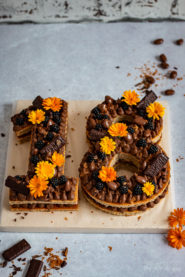 Number cake, biscuit noisette et ganache montée Pralinoise