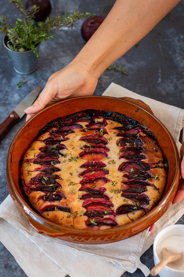 Focaccia sucrée aux prunes rouges et thym citron